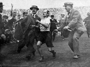 arrivee-marathon-jeux-olympiques-1908-520x388